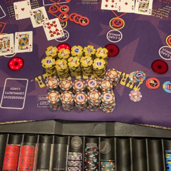 Memenangkan Jackpot $ 1,3 juta bermain Three Card Poker / Pokerlogia