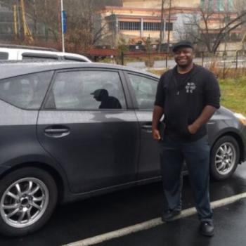 Wawancara dengan Carlos Welch, pemenang gelang yang tinggal di mobilnya