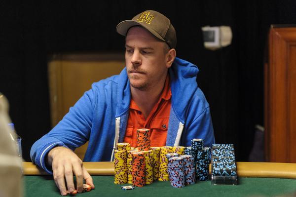 Apa yang TIDAK boleh dilakukan dengan sedikit chip di turnamen poker